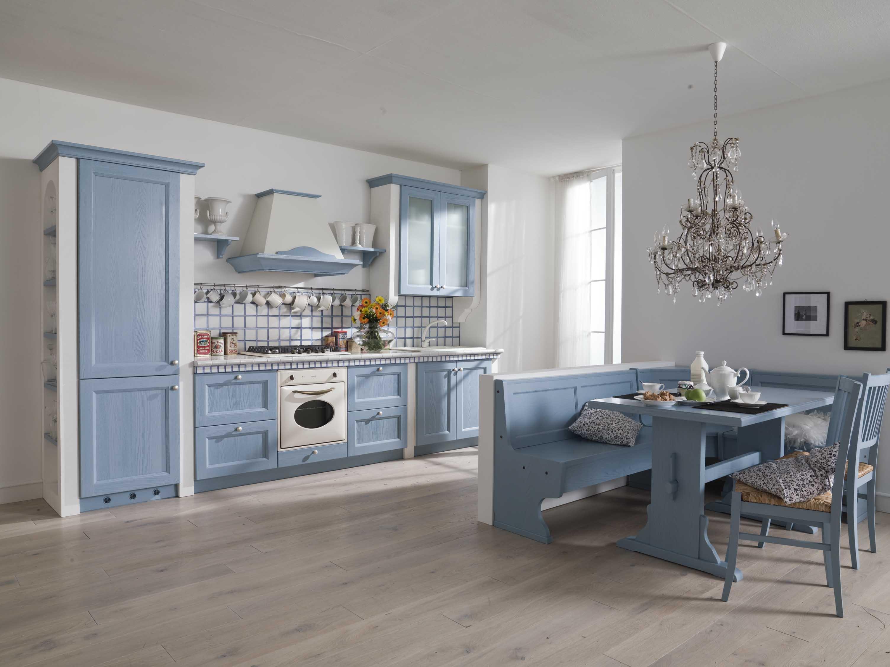 Cucina country chic lorenzelli arredamenti - Immagini cucine classiche ...