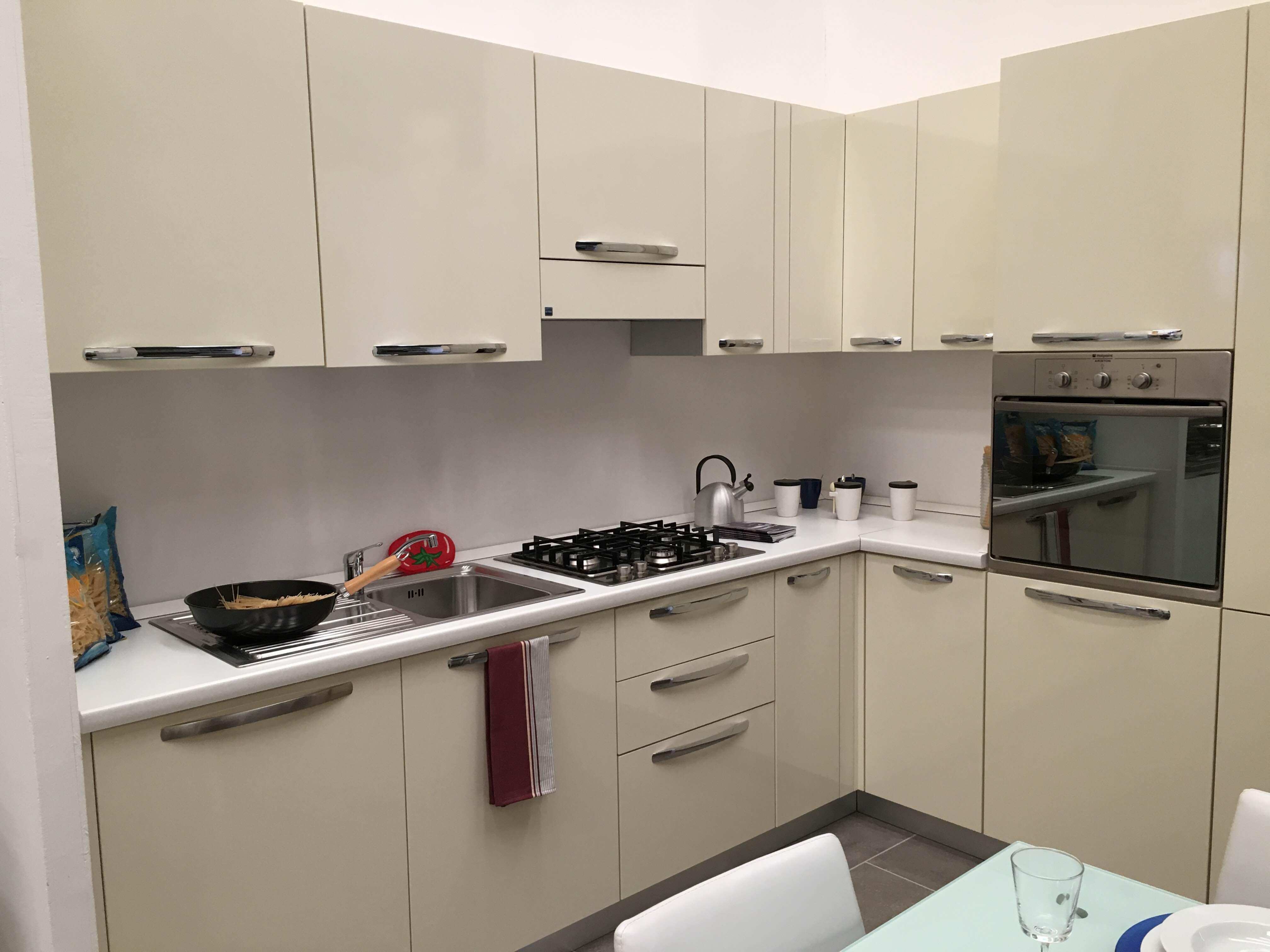 Cucina Stosa angolare. Outlet - 40% - Lorenzelli Arredamenti