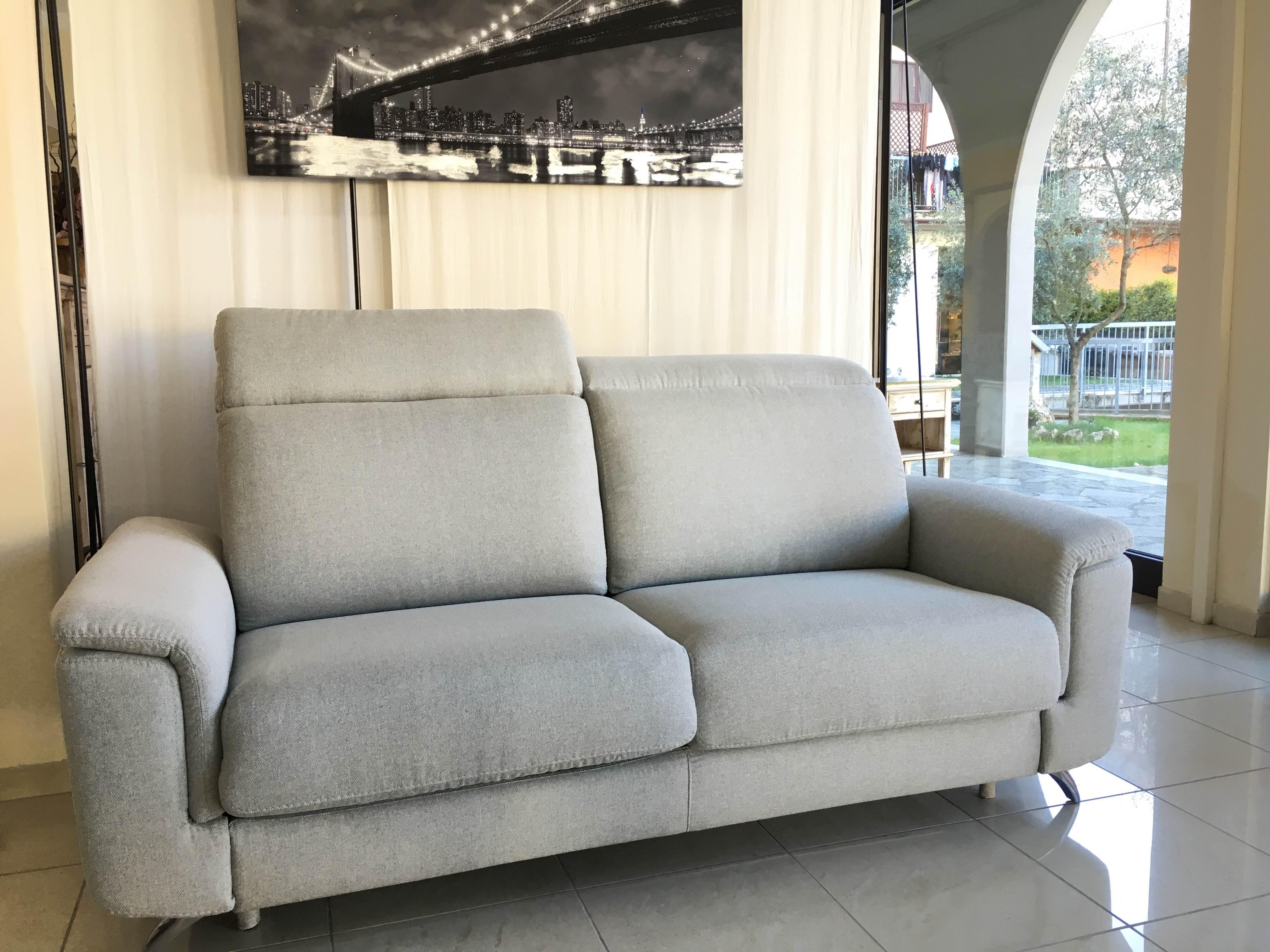 Scontiamo i divani di mostra del 40% - Arredamenti Lorenzelli